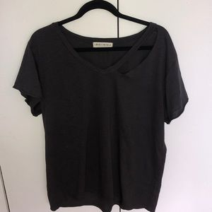 Americanable asymmetrical cut out tee